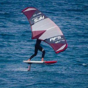 individu en action avec aile avant afs flyer